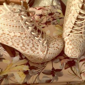 Cute, beige, lace booties!